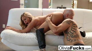 Olivia Austin, vollbusige Tussi-MILF, genießt barbarisches Schlagen